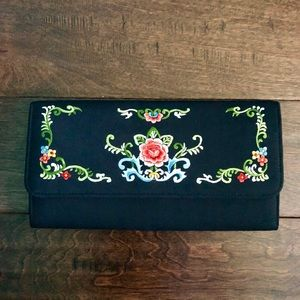 Vintage embroidered black flowers clutch purse